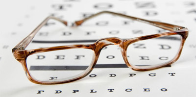 An eye glass to help people with presbyopia to read clearly